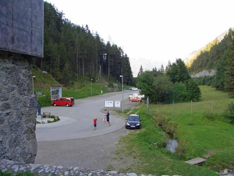 Foto: tomy37 / Wander Tour / Burgenrunde hoch über dem Talkessel von Reutte / Der Parkplatz / 19.08.2009 18:34:40
