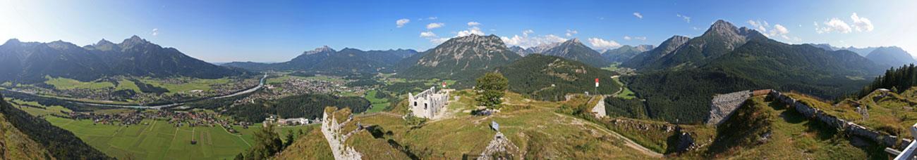 Foto: tomy37 / Wander Tour / Burgenrunde hoch über dem Talkessel von Reutte / Panorama von der Aussichtsplattform / 19.08.2009 19:10:16