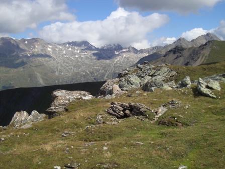 Foto: Wolfgang Dröthandl / Wander Tour / Vom Sadnighaus auf den Mohar / Blick vom Gipfel nach Nordosten Richtung Sonnblick / 29.08.2015 18:59:14