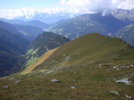 Foto: Wolfgang Dröthandl / Wander Tour / Vom Sadnighaus auf den Mohar / Links Asten, Einschnitt im Hintergrund Iselsberg, am Horizont Lienzer Dolomiten / 29.08.2015 18:54:18