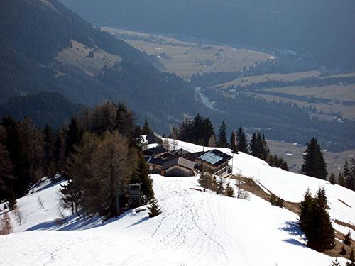 Foto: vince 51 / Wander Tour / Von Elbigenalp zur Bernhardseck Hütte / Bernhardseckhütte von oben / 04.05.2008 01:52:10