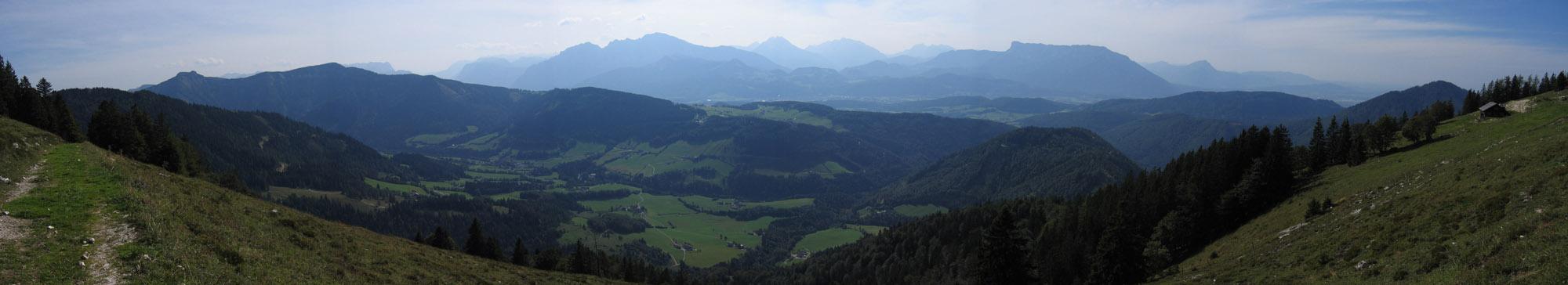 Foto: Climber69 / Wander Tour / Auf den Ochsenberg - Blick in den Rupertiwinkel / Panorama Eibleckalm gegen Untersberg / 26.12.2007 16:41:25