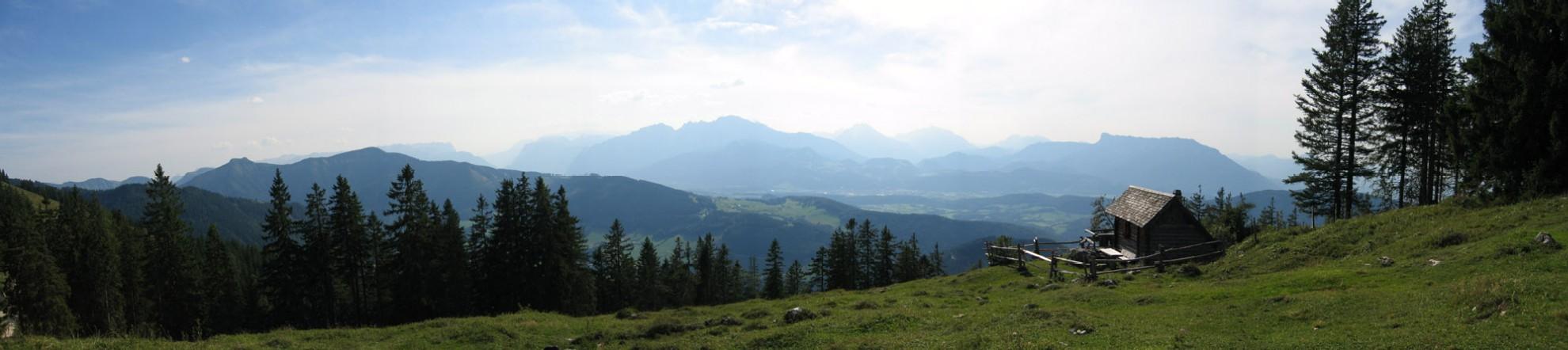 Foto: Climber69 / Wander Tour / Auf den Ochsenberg - Blick in den Rupertiwinkel / Panorama Jagdhütte gegen Untersberg / 26.12.2007 16:40:48