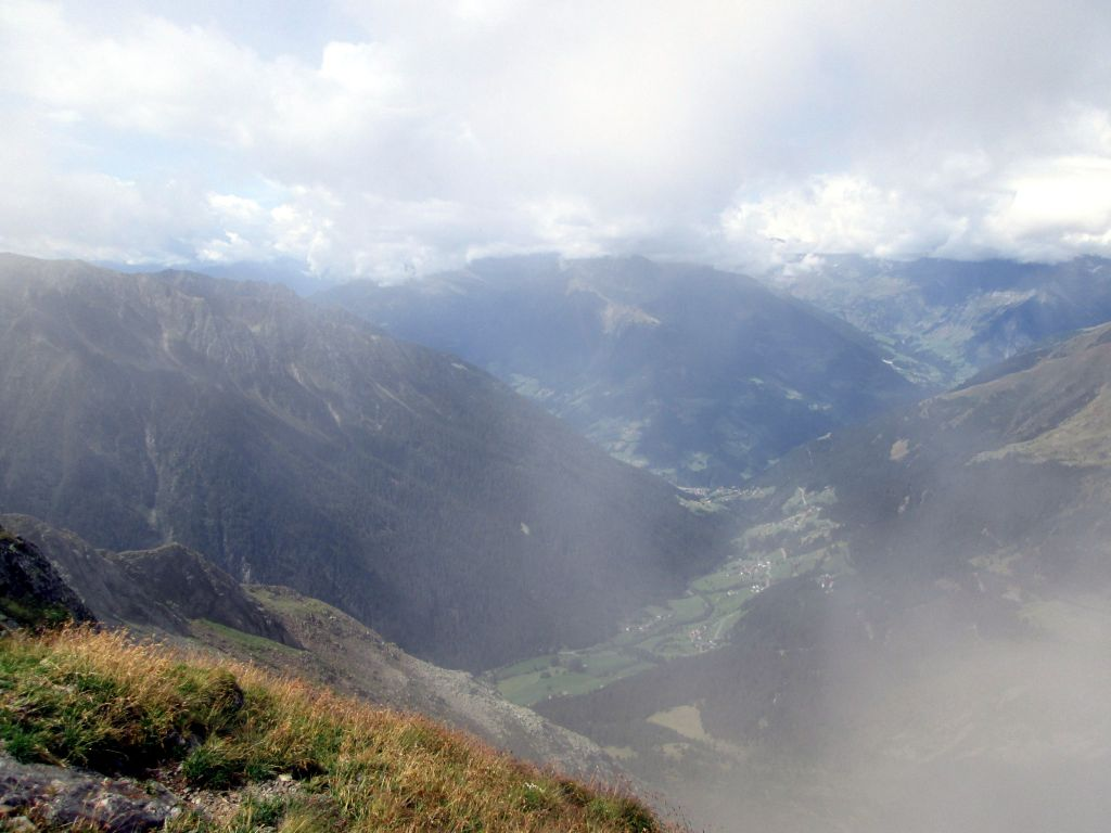 Foto: Ingo Gräber / Wander Tour / Jaufenspitze / Blick vom Gipfel ins Passeiertal / 13.11.2015 14:02:57