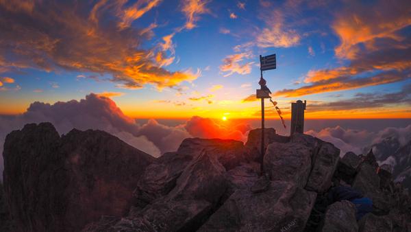 Foto: Datzi / Wander Tour / Auf den höchsten Gipfel Griechenlands den Götterberg Olympos  / Sonnenaufgang am Mytikas 2918m mit Biwak am Gipfel / 08.07.2017 07:57:11