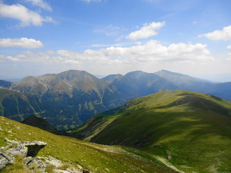 Foto: Günter Siegl / Wander Tour / Großer Ringkogel und Pletzen (2345 m) / Gegenüber Hochreichhart (links), Seckauer Zinken (rechts) / 27.08.2015 07:53:46