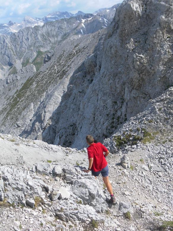 Foto: Wolfgang Lauschensky / Wander Tour / Aus dem Halltal auf die Speckkarspitze / Gratscharte mit Blick auf Normalanstieg / 02.07.2017 13:56:21
