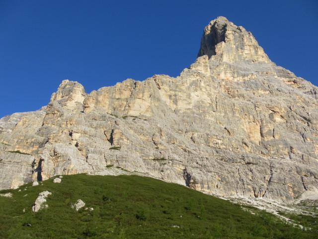 Foto: Wolfgang Lauschensky / Wander Tour / Monte Pelmo / Südostwand in der Morgensonne / 01.07.2011 20:58:54