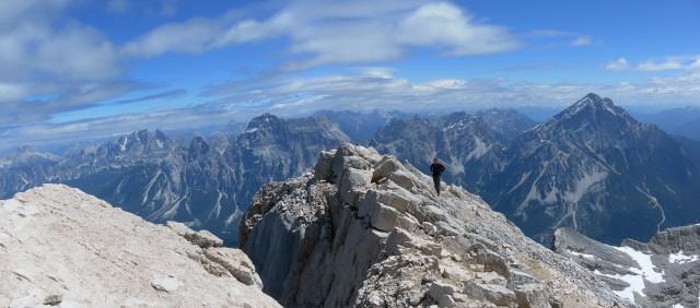 Foto: Wolfgang Lauschensky / Wander Tour / Monte Pelmo / am flachen Gipfelgrat, rechts dahinter der Antelao / 01.07.2011 20:56:21