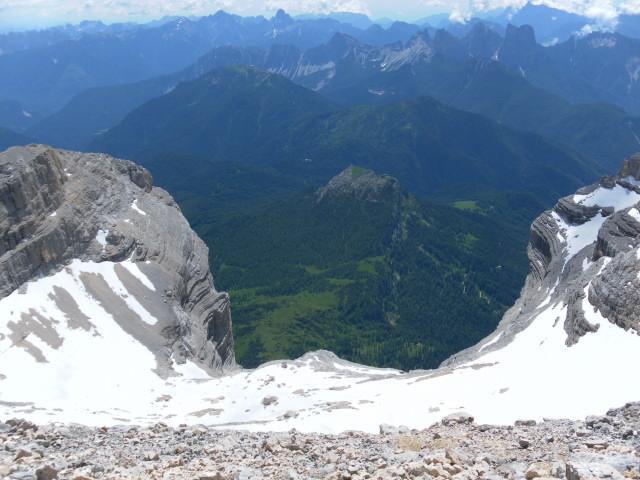 Foto: Wolfgang Lauschensky / Wander Tour / Monte Pelmo / Gipfelblick über das obere Firnbecken zum Monte Pena / 01.07.2011 20:56:09