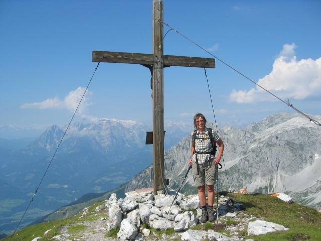 Foto: elipes / Ski Tour / Eiskogel, 2321m - über die Tauernscharte / Gipfelkreuz Eiskogel / 02.08.2009 21:13:32