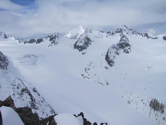 Foto: Wolfgang Lauschensky / Ski Tour / Innere Sommerwand, 3123m - über den Sommerwandferner / Blick von der Inneren Sommerwand auf den Alpeiner Ferner, dahinter der Schrankogel / 15.02.2012 21:28:56
