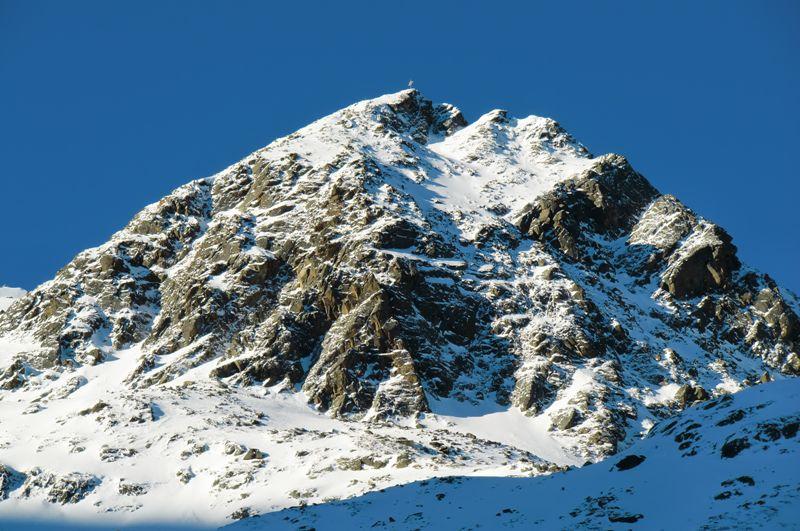 Foto: Thomas Paschinger / Ski Tour / Kuhscheibe, 3189m  / der Vordere Sulztalkogel (2907m) in den ersten Sonnenstrahlen / 12.02.2010 15:54:15