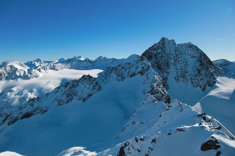 Foto: Thomas Paschinger / Ski Tour / Kuhscheibe, 3189m  / Wilde Leck (re, 3359m) und Sulztalferner / 12.02.2010 15:50:56