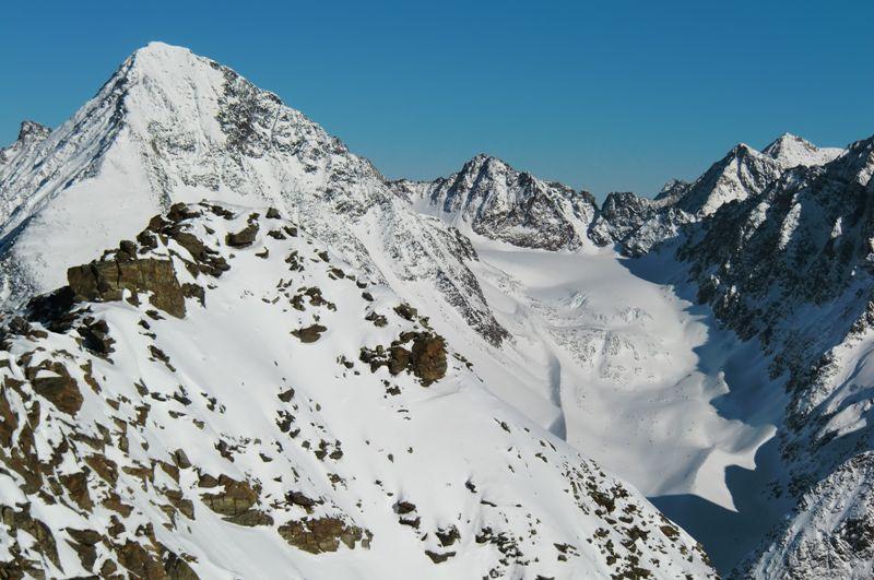 Foto: Thomas Paschinger / Skitour / Kuhscheibe, 3189m  / Schrankogel (3497m) und Schwarzenbergferner (re) / 12.02.2010 15:48:42