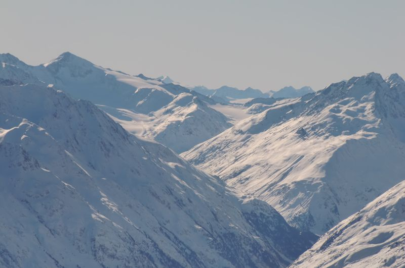 Foto: Thomas Paschinger / Skitour / Kuhscheibe, 3189m  / Blick über Vent zum Marzellkamm und Similaun, 3599m / 12.02.2010 15:42:43
