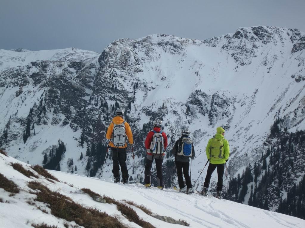 Foto: Heidi Schützinger / Ski Tour / Saalkogel, 2006m / Blick auf den gegenüberliegenden Schusterkogel  / 08.01.2011 18:27:32