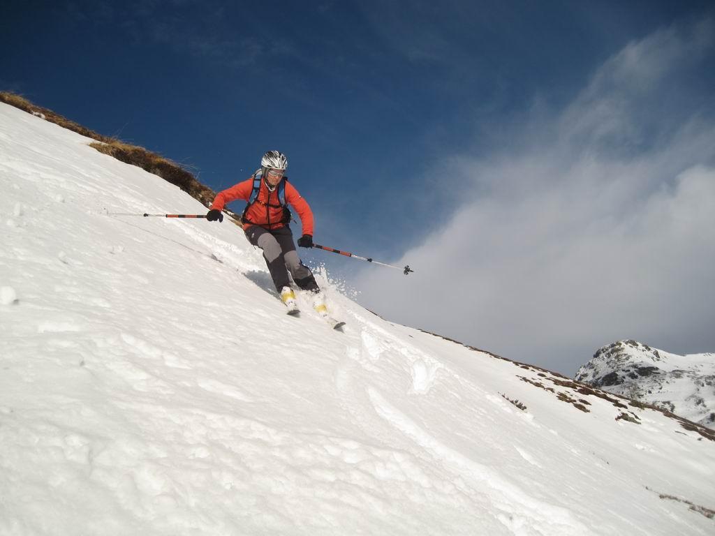 Foto: Heidi Schützinger / Ski Tour / Saalkogel, 2006m / Im Hintergrund der Staffkogel  / 08.01.2011 18:26:56
