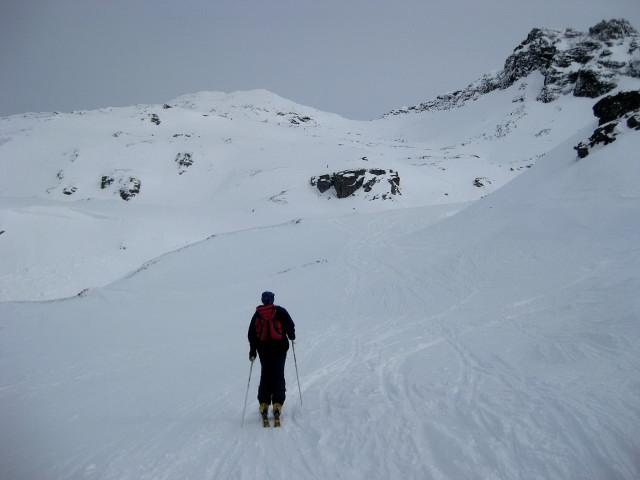 Foto: Wolfgang Lauschensky / Ski Tour / Hochgasser, 2922m / Messelingscharte: Blick auf beide Abfahrtsvarianten vom zentralen Hochgasser / 10.03.2013 17:13:46
