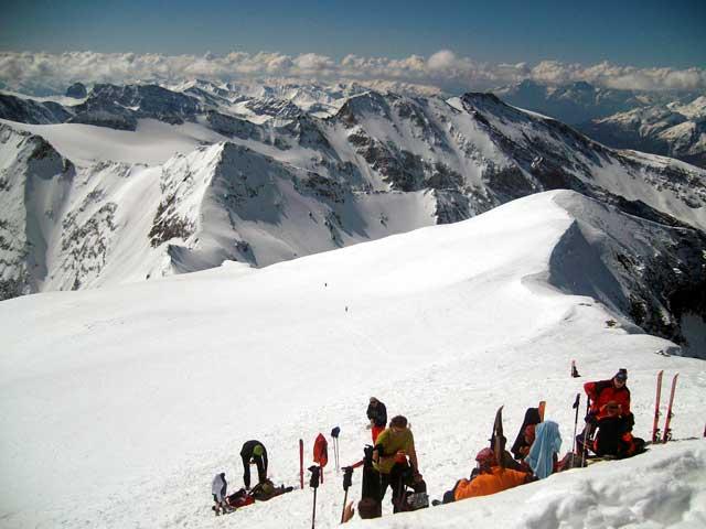 Foto: Grasberger Gerhard / Ski Tour / Hocharn, 3254m - von Kolm Saigurn / Selten so wenig Besucher am Gipfel.  / 13.05.2008 14:32:08