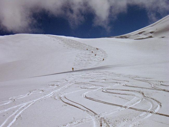 Foto: Grasberger Gerhard / Ski Tour / Großvenediger, 3666m - von Norden / Gletscherbruch oberhalb der Geländekante auf 2500. Erhöhte Spaltengefahr! / 04.05.2009 14:21:38