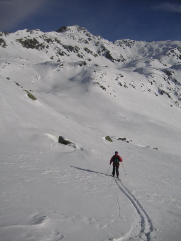 Foto: Wolfgang Lauschensky / Skitour / Rastkogel, 2761m / Querung südlich unter dem Westgrat bei geringer Schneelage / 15.01.2012 17:52:29