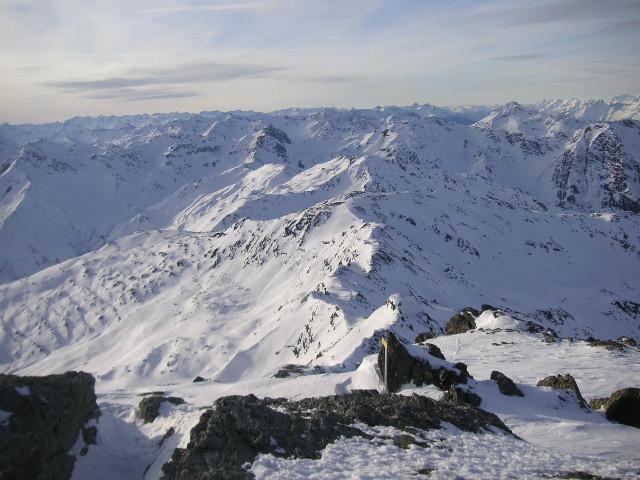 Foto: Wolfgang Lauschensky / Skitour / Rastkogel, 2761m / Gipfelblick über den Westgrat / 15.01.2012 17:51:10