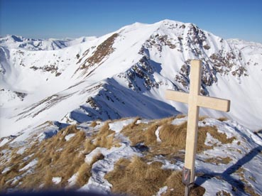 Foto: Datzberger Hans / Ski Tour / Regenkarspitz, 2112m / Gipfelkreuz Regenkarspitz mit Panorama Hochschwung / 14.01.2008 12:28:34