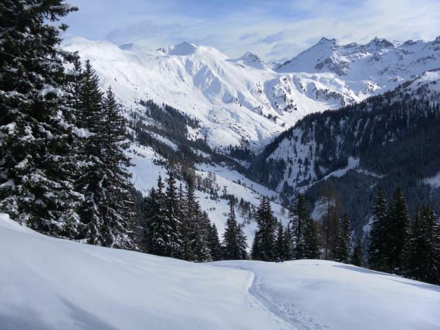 Foto: Wolfgang Lauschensky / Ski Tour / Pfoner Kreuzjöchl, 2640m / Abzweigung Seapnalm, Blick zu Schoberköpfen, Tarntalerköpfen und Lizumer Sonnenspitze / 12.02.2013 17:48:08