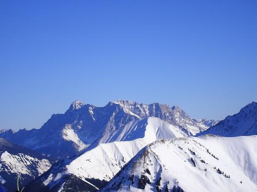 Foto: isi / Ski Tour / Galtjoch, 2109m / Blick vom Galtjoch zum Zugspitzmassiv / 10.01.2008 13:38:04