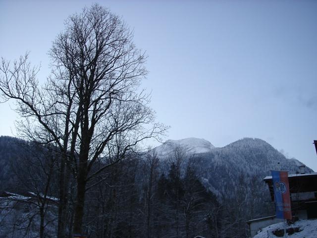 Foto: Weber Roland / Ski Tour / Watzmann - Hocheck, 2651m - über die Gugel /  Blick von der Wimbachbrücke auf's Hocheck / 06.01.2009 15:07:11