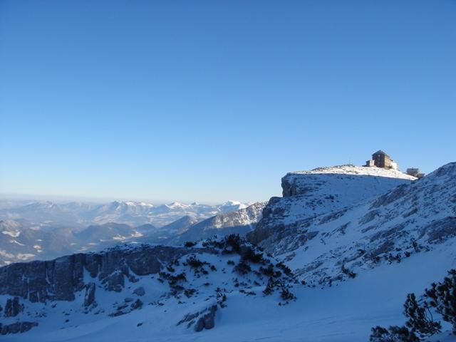 Foto: Weber Roland / Ski Tour / Watzmann - Hocheck, 2651m - über die Gugel / Blick von der Gugel auf's Watzmannhaus / 06.01.2009 15:08:00