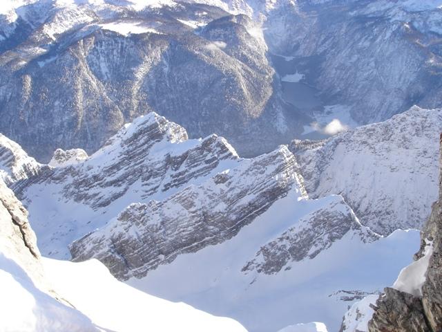 Foto: Weber Roland / Ski Tour / Watzmann - Hocheck, 2651m - über die Gugel / Watzmannkar, im Hintergrund der Königsee / 06.01.2009 15:12:52
