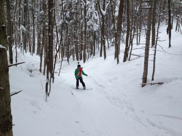 Foto: Martin Reingruber / Ski Tour / Hoher Lindkogel, 834m / Waldweg hinunter ist etwas schmal. Viel Schnee empfohlen, da ziemliche Steine herumliegen. / 23.02.2013 20:03:17