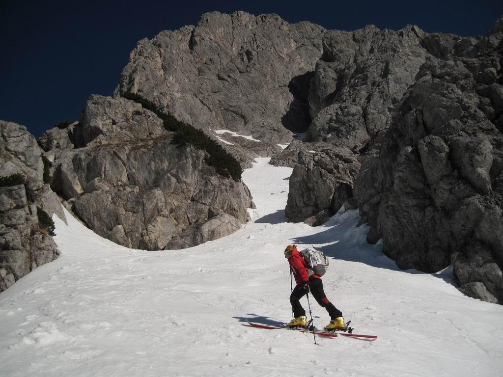 Foto: Heidi Schützinger / Ski Tour / Admonter Kalbling - über Kaiserau und Oberst-Klinke-Hütte / Steiler werdend zum Fuß des Kalblings / 08.03.2011 18:55:02
