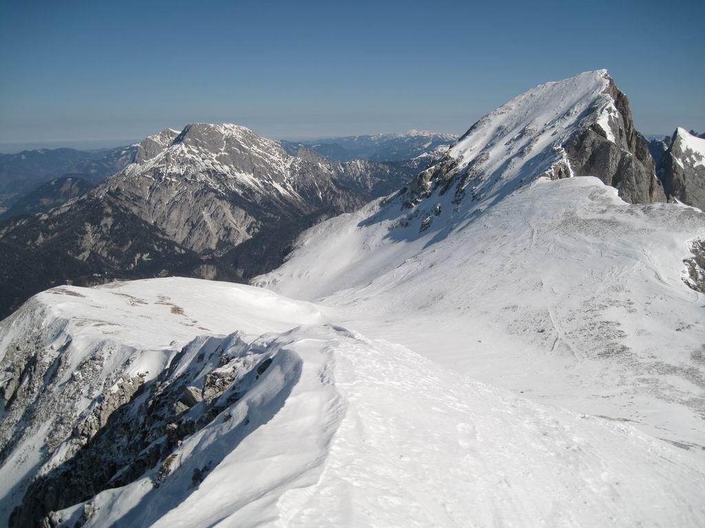 Foto: Heidi Schützinger / Ski Tour / Admonter Kalbling - über Kaiserau und Oberst-Klinke-Hütte / Blick zum Sparafeld vom Gipfel des Kalbling aus / 08.03.2011 18:52:21