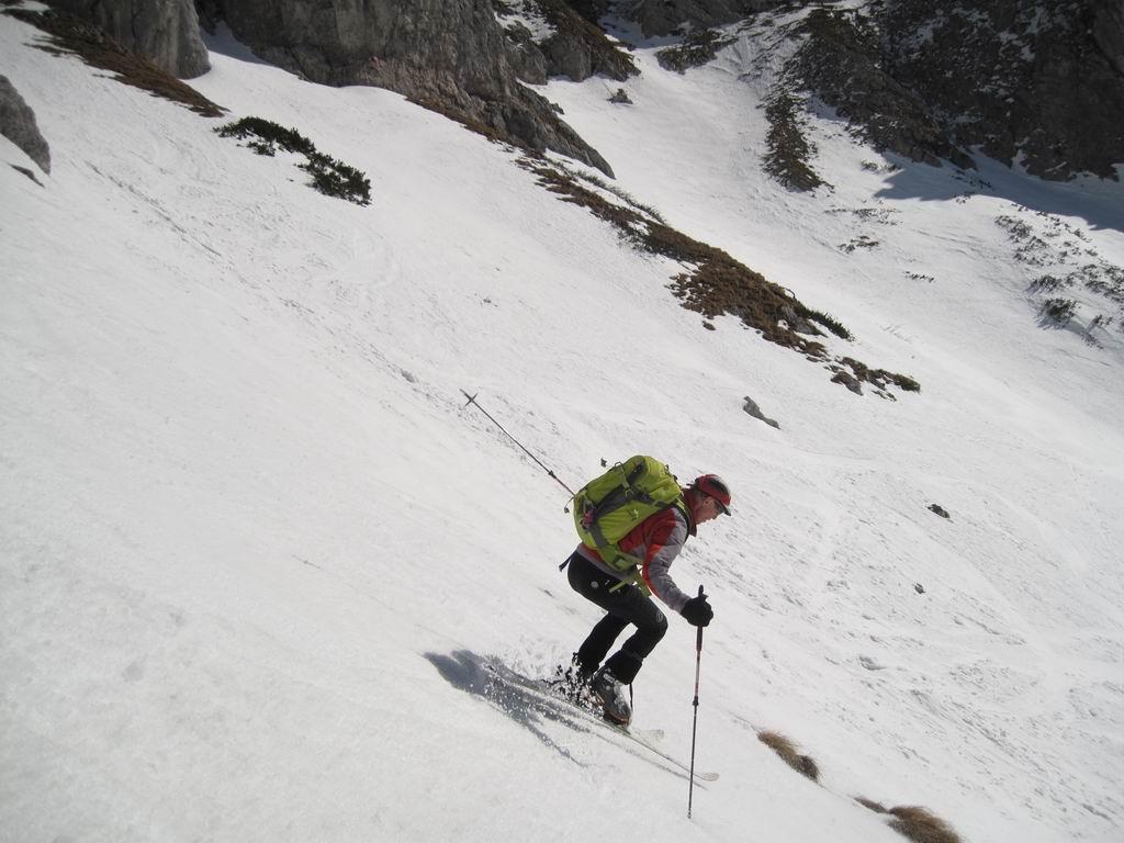 Foto: Heidi Schützinger / Ski Tour / Admonter Kalbling - über Kaiserau und Oberst-Klinke-Hütte / Abfahrt im Firn durch das Eisloch / 08.03.2011 18:48:43