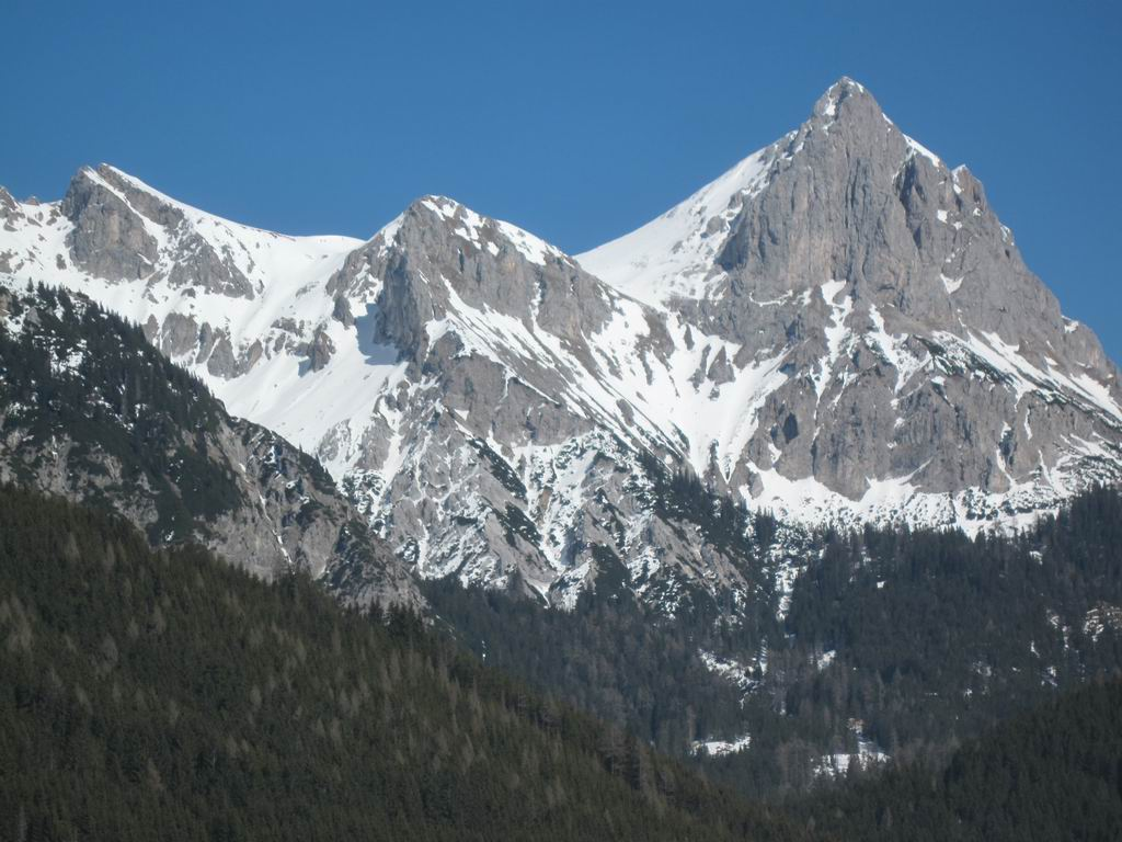 Foto: Heidi Schützinger / Ski Tour / Admonter Kalbling - über Kaiserau und Oberst-Klinke-Hütte / Gesamtübersicht  ( Eisloch rechts der Bildmitte)  / 08.03.2011 18:59:20