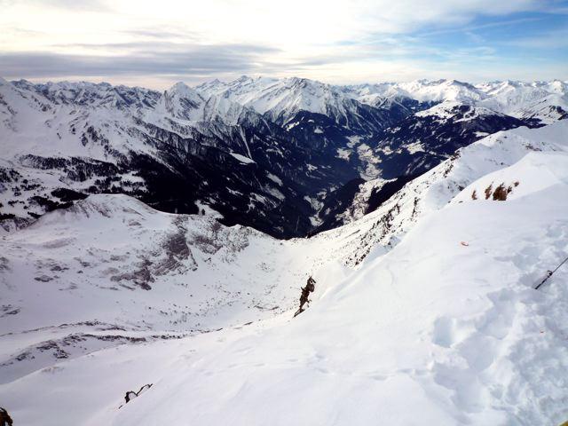 Foto: Thomas Höllwarth / Ski Tour / Torhelm (2452m) / Blick vom Torhelm ins Tuxertal / 28.02.2009 22:06:16