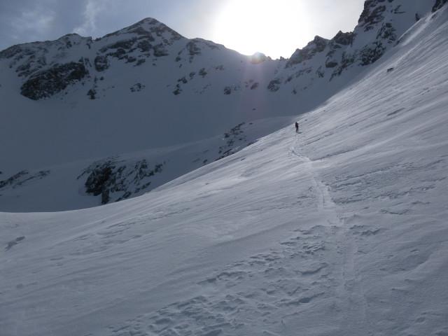 Foto: Wolfgang Lauschensky / Ski Tour / Wasserfallspitze, 2507m  / zur Wasserfallspitze (links) über die Scharte vor dem Sonnenstrahl / 01.02.2012 17:55:47
