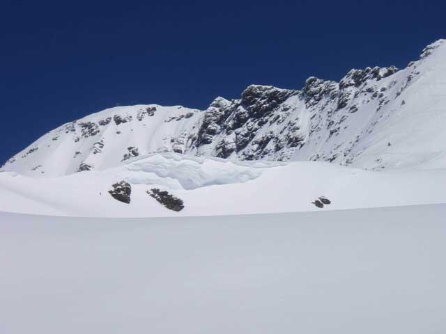Foto: Grasberger Gerhard / Skitour / Hochwildstelle über Riesachsee, 2747m / Gipfelgrat, links ist der Gipfel der Hochwildstelle. / 29.04.2008 09:31:55