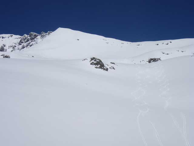 Foto: Grasberger Gerhard / Ski Tour / Hochwildstelle über Riesachsee, 2747m / Gipfelhang mit Skidepot / 29.04.2008 09:36:25