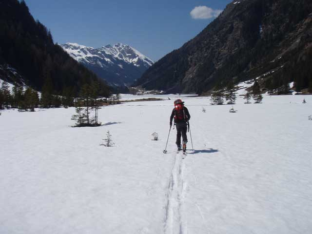 Foto: Grasberger Gerhard / Skitour / Hochwildstelle über Riesachsee, 2747m / Lang geht´s zum Riesachsee hinaus. / 29.04.2008 09:37:55