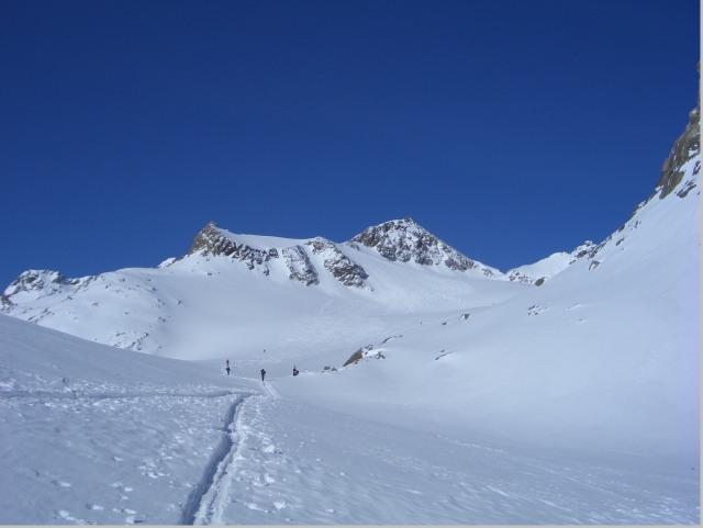 Foto: gre weg / Skitour / Lisenser Fernerkogel, 3298m / Aufstiegsspur Anfang Gletscher / 23.04.2008 08:22:04