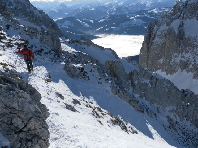 Foto: Wolfgang Lauschensky / Ski Tour / Hintere Goinger Halt, 2192m / Tiefblick zum Ellmauer Tor / 12.01.2011 18:38:01
