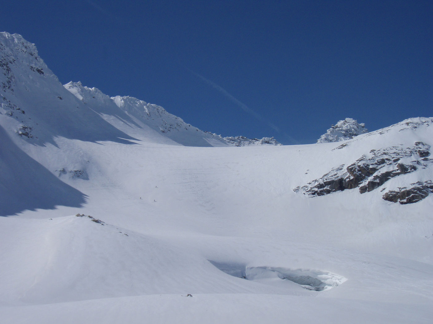 Foto: Grasberger Gerhard / Ski Tour / Hoher Sonnblick, 3106m / Gletschertor am unteren Gletscherbecken, über die Steilstufe im Hintergrund erfolgt die Abfahrt aus dem oberen Gletscherbecken. / 14.04.2009 12:57:17