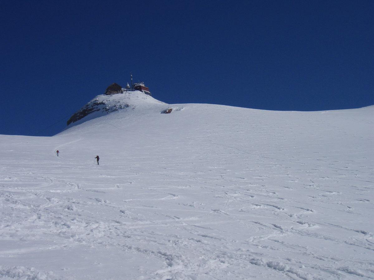 Foto: Grasberger Gerhard / Ski Tour / Hoher Sonnblick, 3106m / Kurz nach der letzten Steilstufe im oberen Gletscherbecken. / 14.04.2009 12:53:19