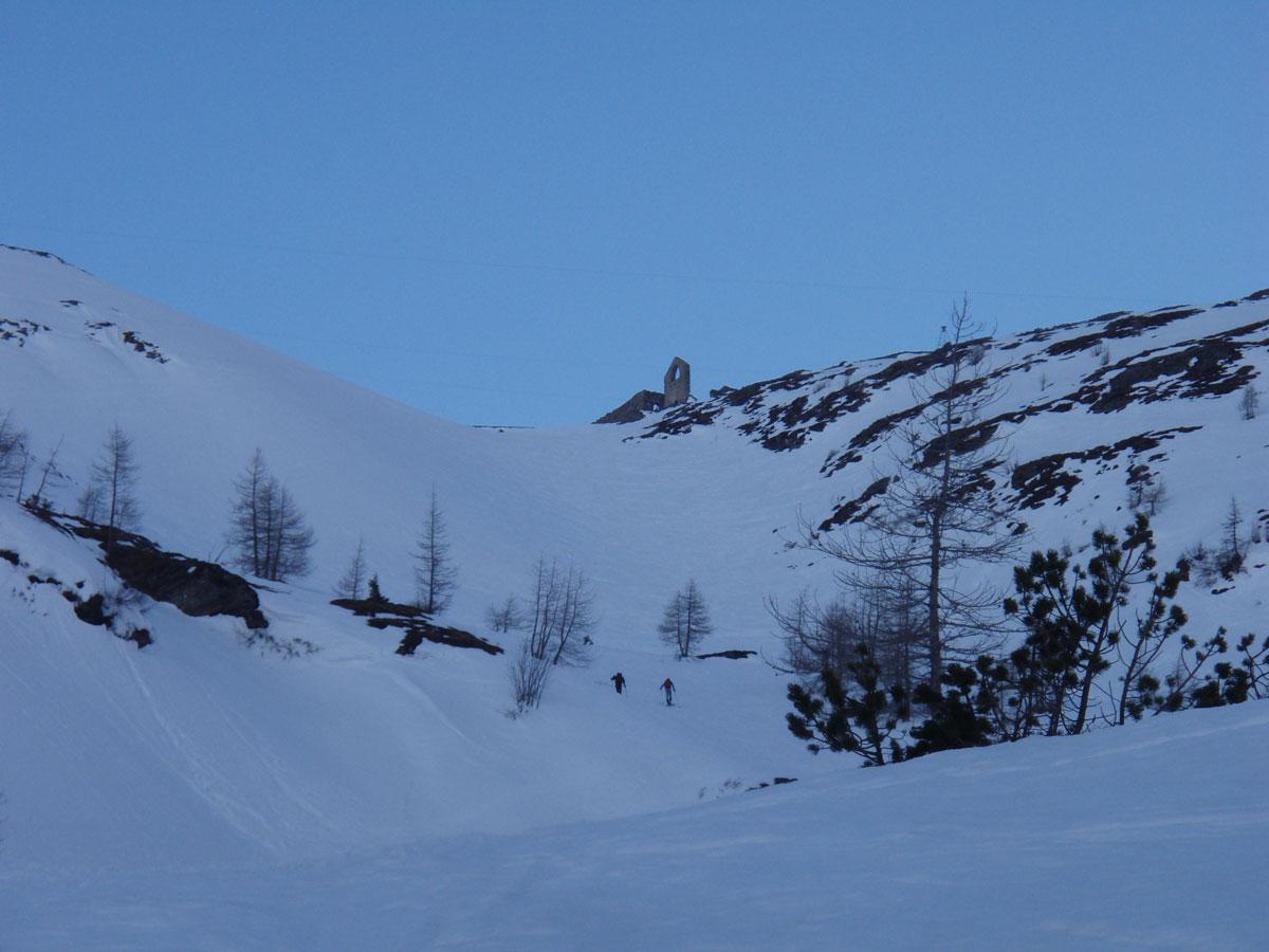 Foto: Grasberger Gerhard / Ski Tour / Hoher Sonnblick, 3106m / Aufstieg in der Rinne unterhalb der Neubau Hütte. / 14.04.2009 12:58:01