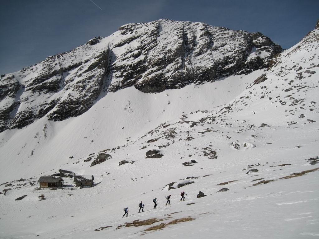 Foto: Heidi Schützinger / Ski Tour / Reitereck, 2790m / In der Maltinger Alpl mit der Ochsenhütte. Im Hintergrund das Faschaunereck. / 21.03.2010 08:15:53