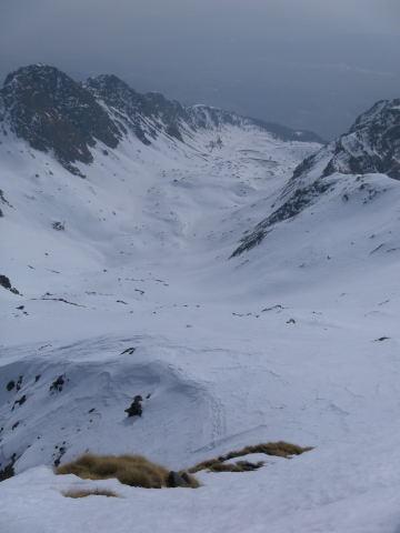 Foto: Wolfgang Lauschensky / Ski Tour / Zechnerkarspitze, 2452m / die Abfahrt direkt vom Gipfel ins lange Südkar ist bei guten Bedingungen möglich / 09.10.2011 15:13:21